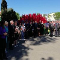 Венки и цветы возложили к Вечному огню в парке Жилибера