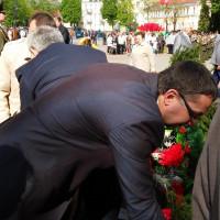 Возложение корзин и цветов к братской могиле воинов и партизан